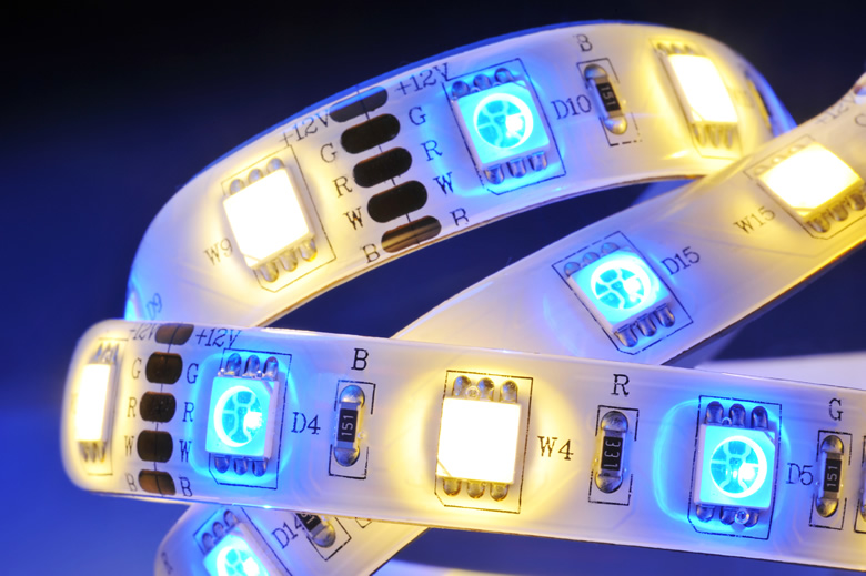 いろんな場所に使えて便利!LEDテープライトの使い道